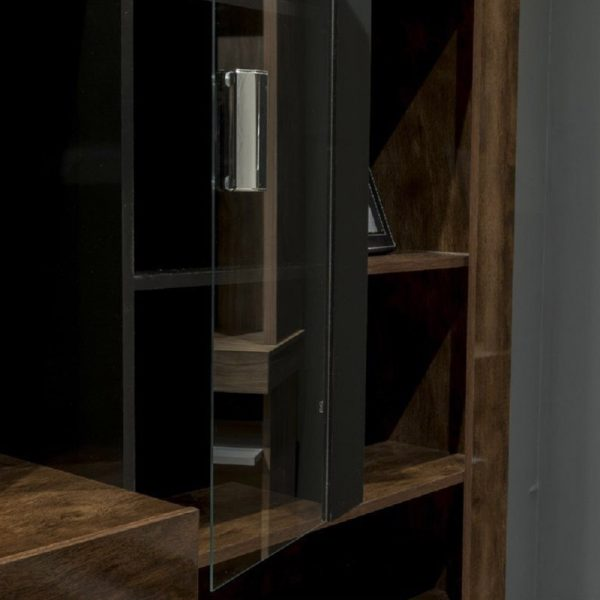 estante-gran-acácia-cacau-preto-detalhe-porta-de-vidro